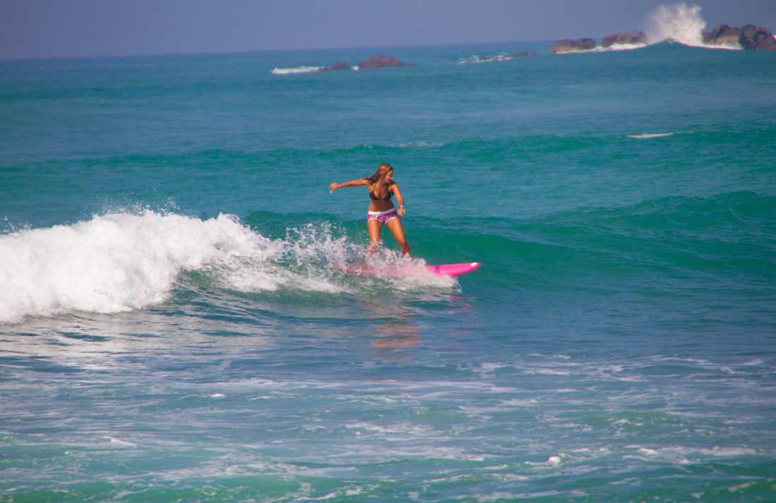 the-sidewalk-secrets-travel-blog-surf-sri-lanka-midigama-mirissa-surfing-48