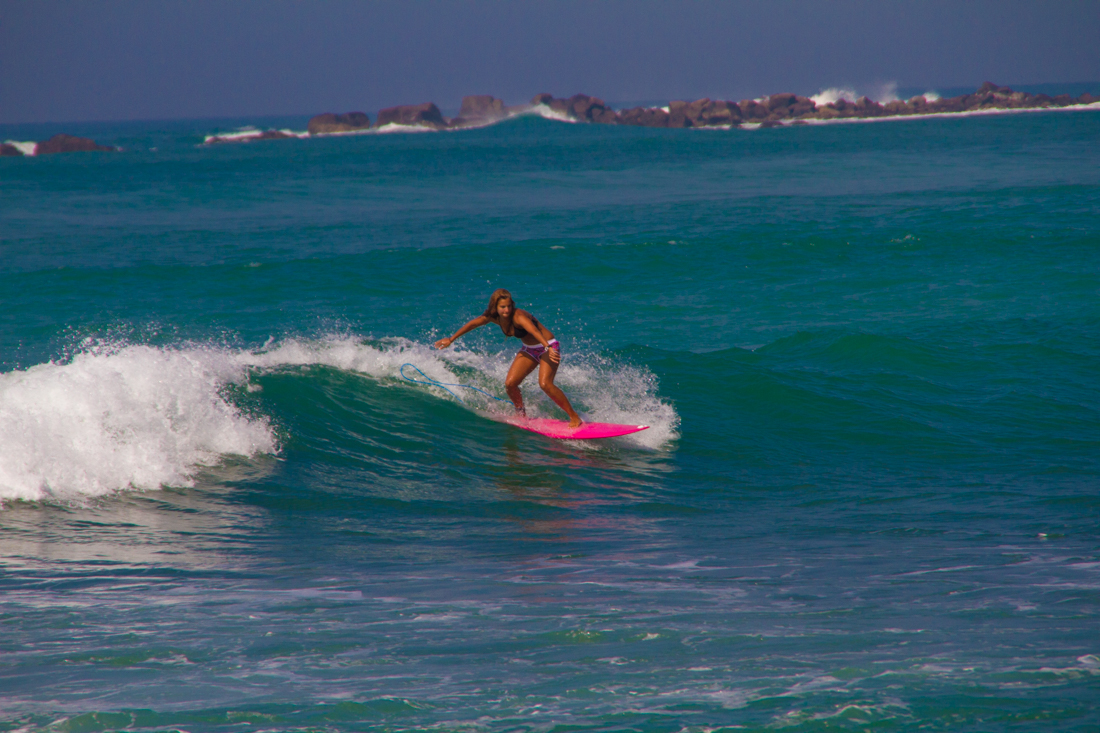 the-sidewalk-secrets-travel-blog-surf-sri-lanka-midigama-mirissa-surfing-49