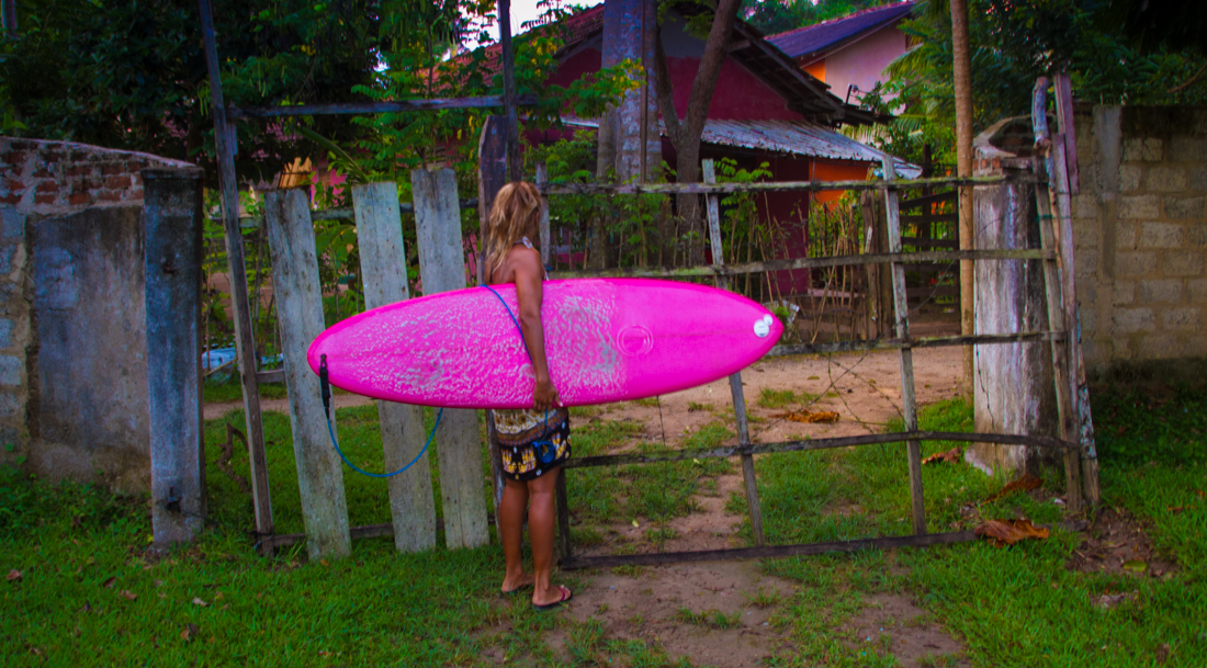 the-sidewalk-secrets-travel-blog-surf-sri-lanka-midigama-mirissa-surfing-sunset-1
