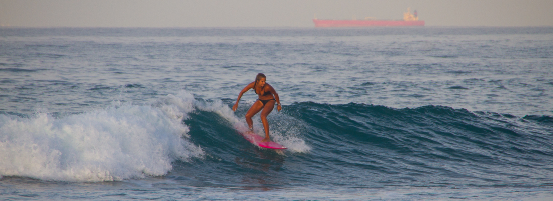 the-sidewalk-secrets-travel-blog-surf-sri-lanka-midigama-mirissa-surfing-sunset-11