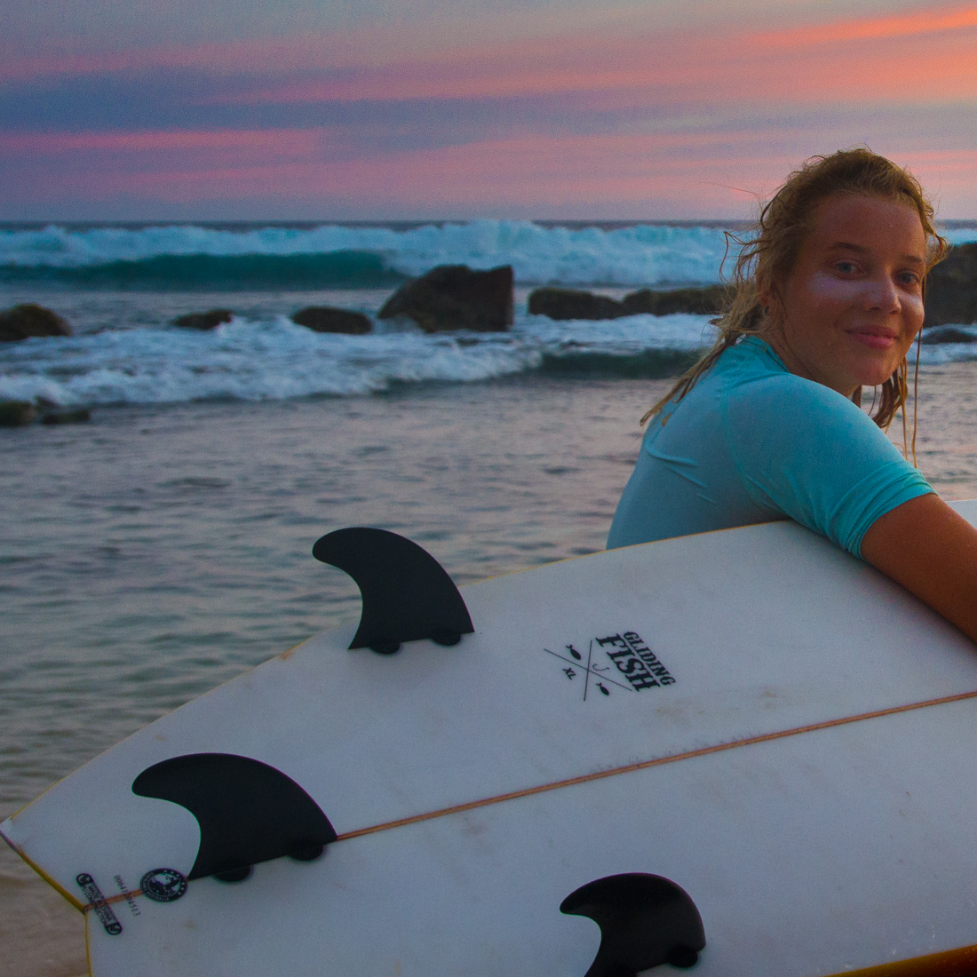 the-sidewalk-secrets-travel-blog-surf-sri-lanka-midigama-mirissa-surfing-sunset-24