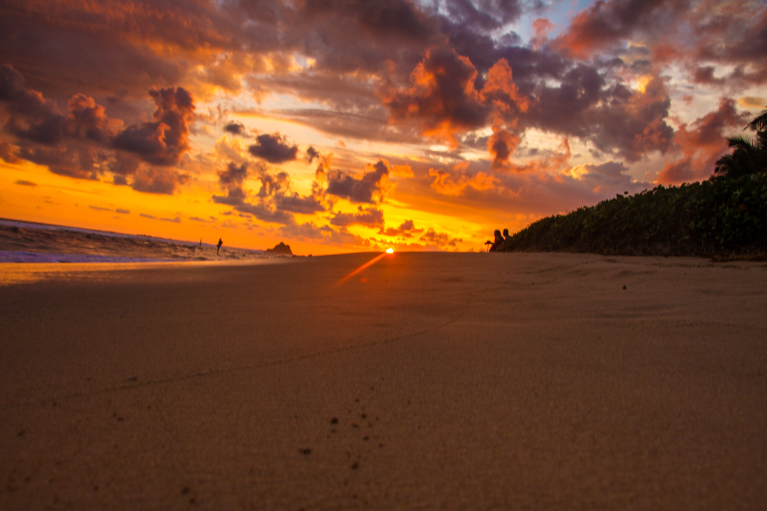 the-sidewalk-secrets-travel-blog-surf-sri-lanka-midigama-mirissa-surfing-sunset-4