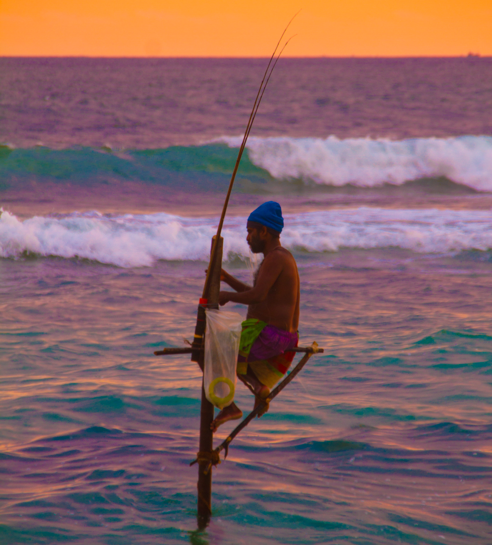 the-sidewalk-secrets-travel-blog-surf-sri-lanka-midigama-mirissa-surfing-sunset-6