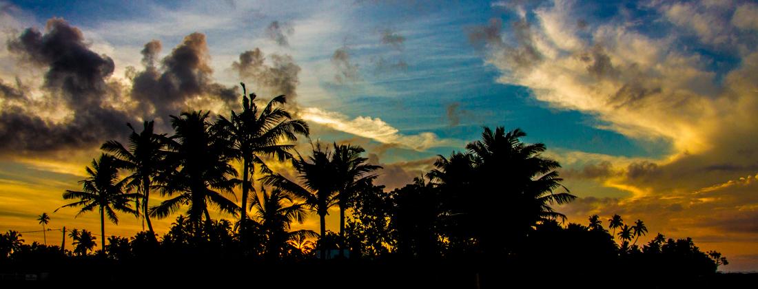 the-sidewalk-secrets-travel-blog-surf-sri-lanka-midigama-mirissa-surfing-sunset-6