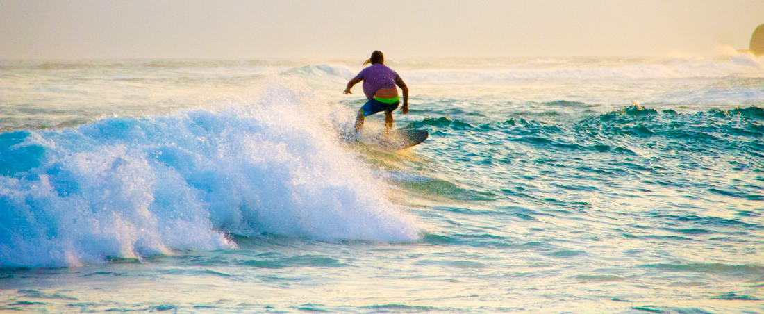 the-sidewalk-secrets-travel-blog-surf-sri-lanka-midigama-mirissa-surfing-sunset-10
