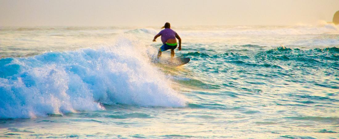 the-sidewalk-secrets-travel-blog-surf-sri-lanka-midigama-mirissa-surfing-sunset-10