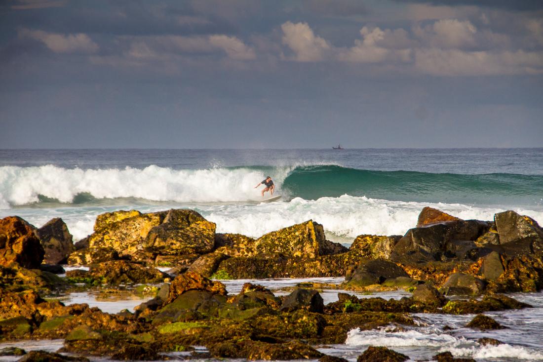 the-sidewalk-secrets-travel-blog-surf-sri-lanka-midigama-mirissa-surfing-sunset-2