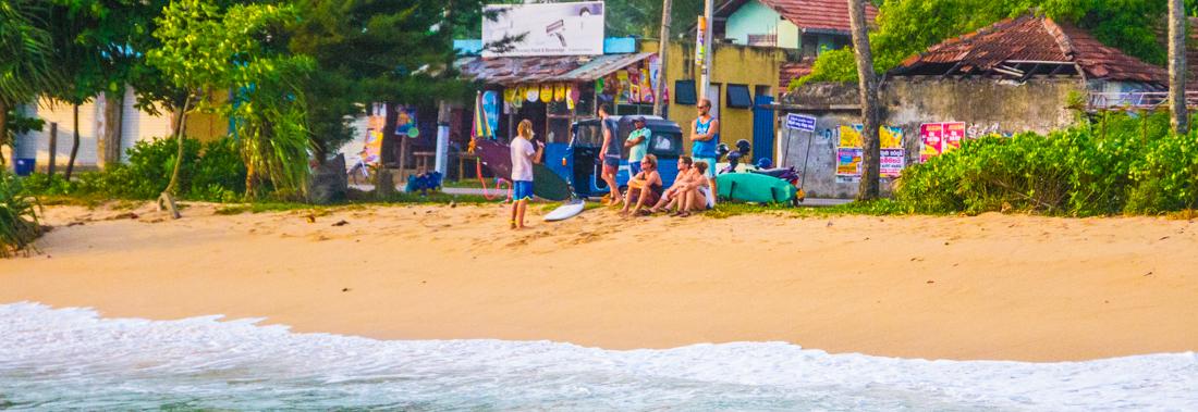 the-sidewalk-secrets-travel-blog-surf-sri-lanka-midigama-mirissa-surfing-sunset-5