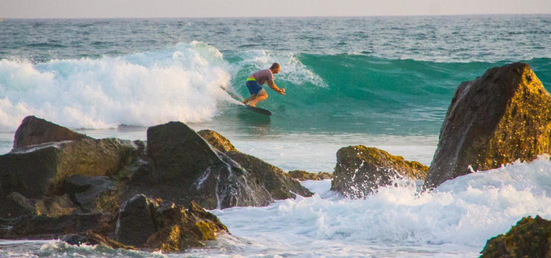 the-sidewalk-secrets-travel-blog-surf-sri-lanka-midigama-mirissa-surfing-sunset-7