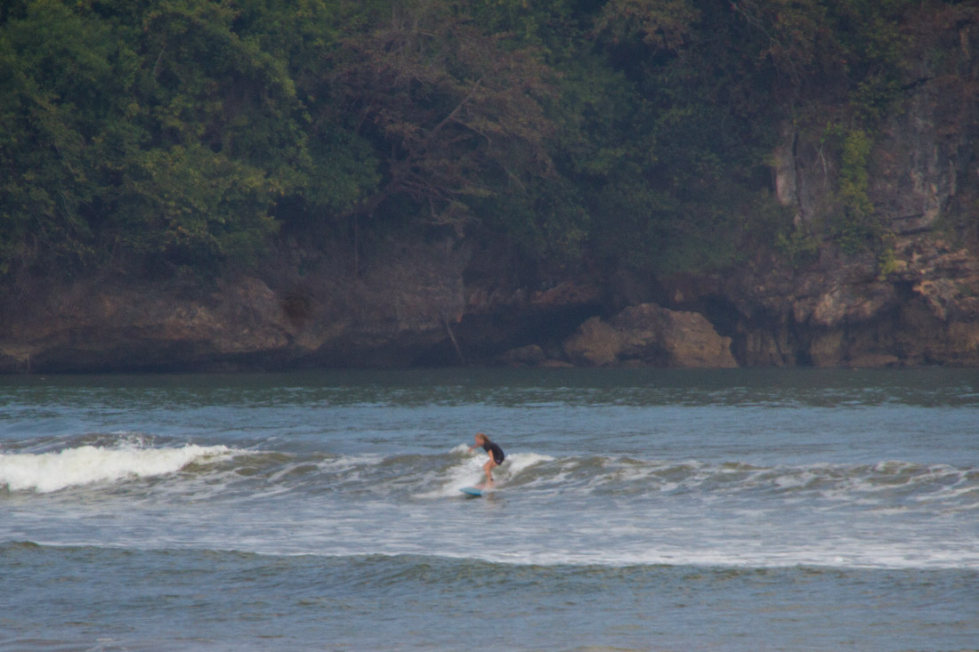 back-surfing-indonesia-sara-gurfer-surferchicks-5