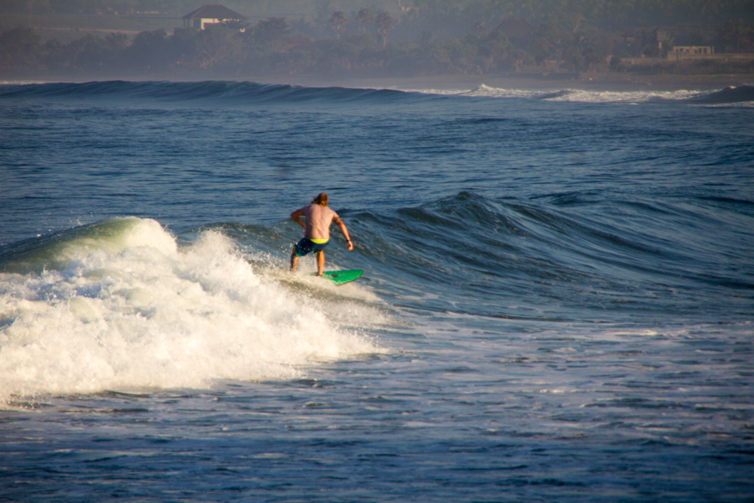 the-sidewalk-secrets-travel-blog-surf-surfing-sunset--10
